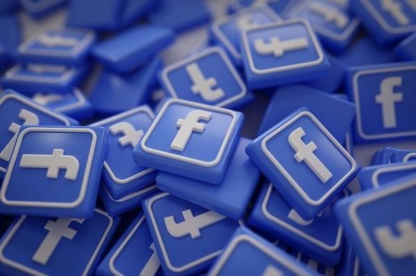 pile-3d-facebook-logos_1379-875